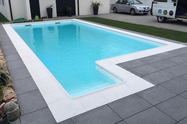 Piscina em branco 8x4 com escadas2 atlas piscinas for Piscina 4 x 2